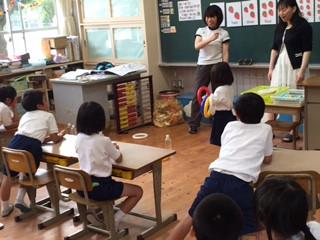 1年生、初めての外国語の授業がありました(^_^)