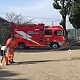 2校時に火災避難訓練でした!水消火器を6年生代表が体験!(   ´▽ ` )  ノ